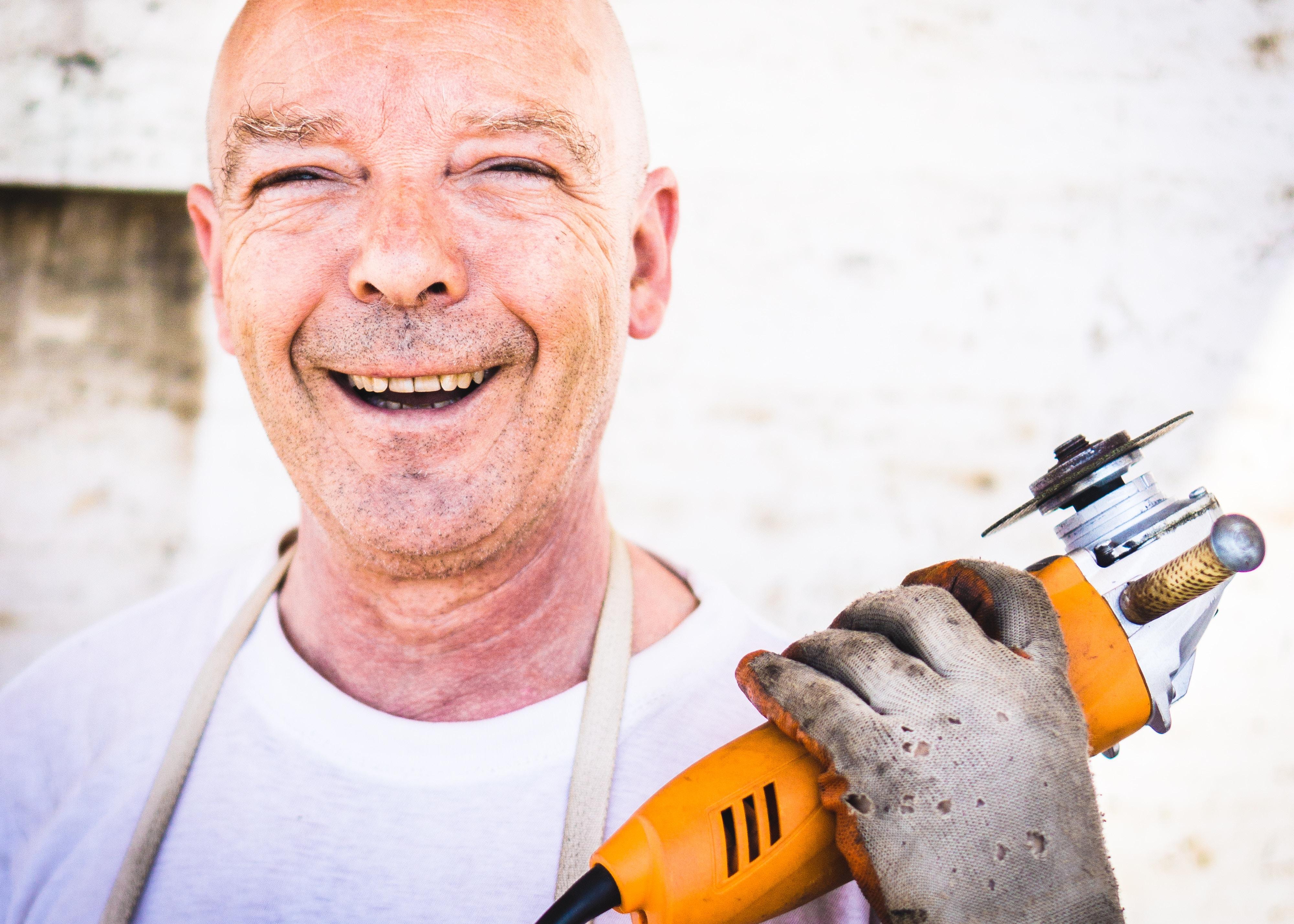 工事作業員で、顔が怖い人もいる